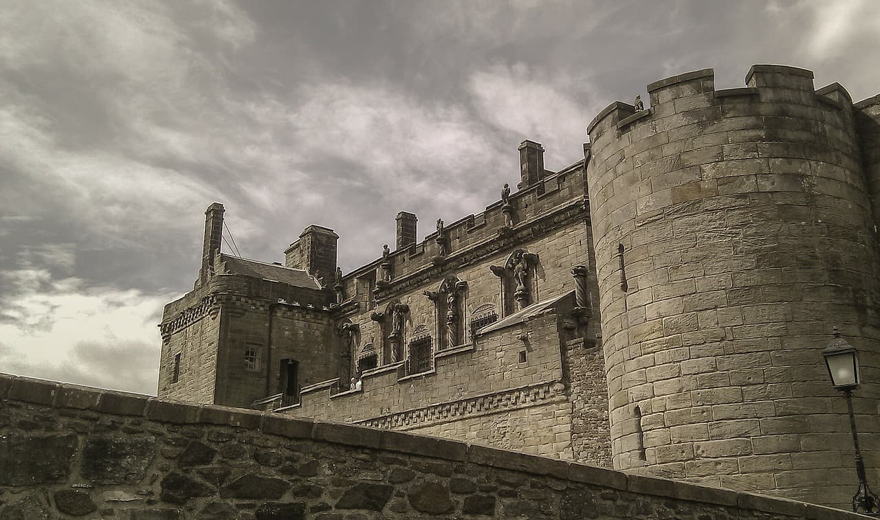 things to do in Stirling Scotland - dramatic Stirling Castle view