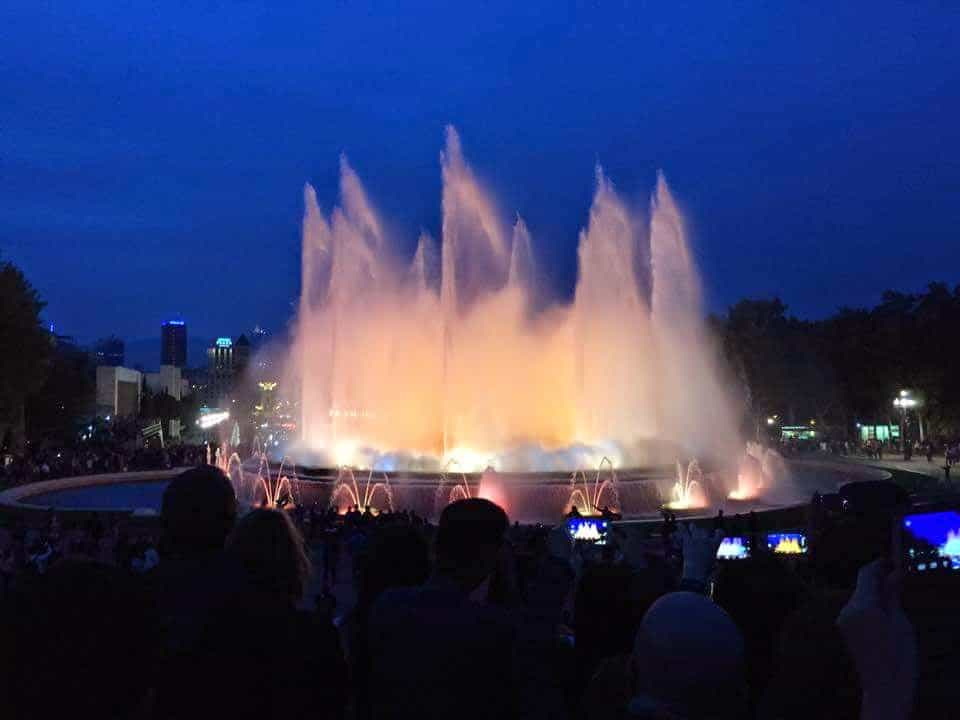 romantic things to do in Barcelona - Montjuic Fountain