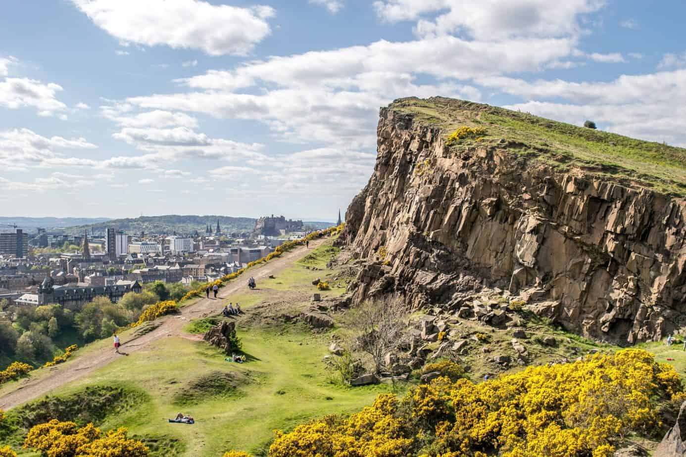Edinburgh romantic things to do - climb Arthur's Seat
