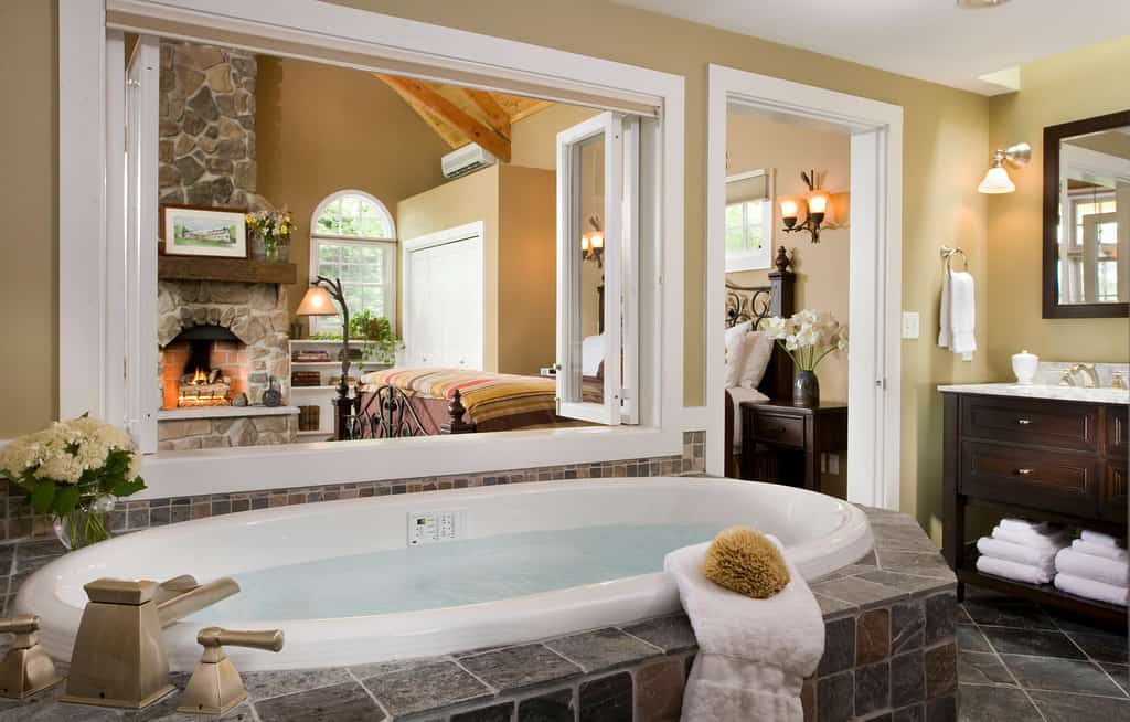 B&B New England New Hampshire tub
