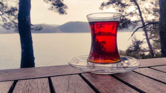 romantic things to do in istanbul - drink cay