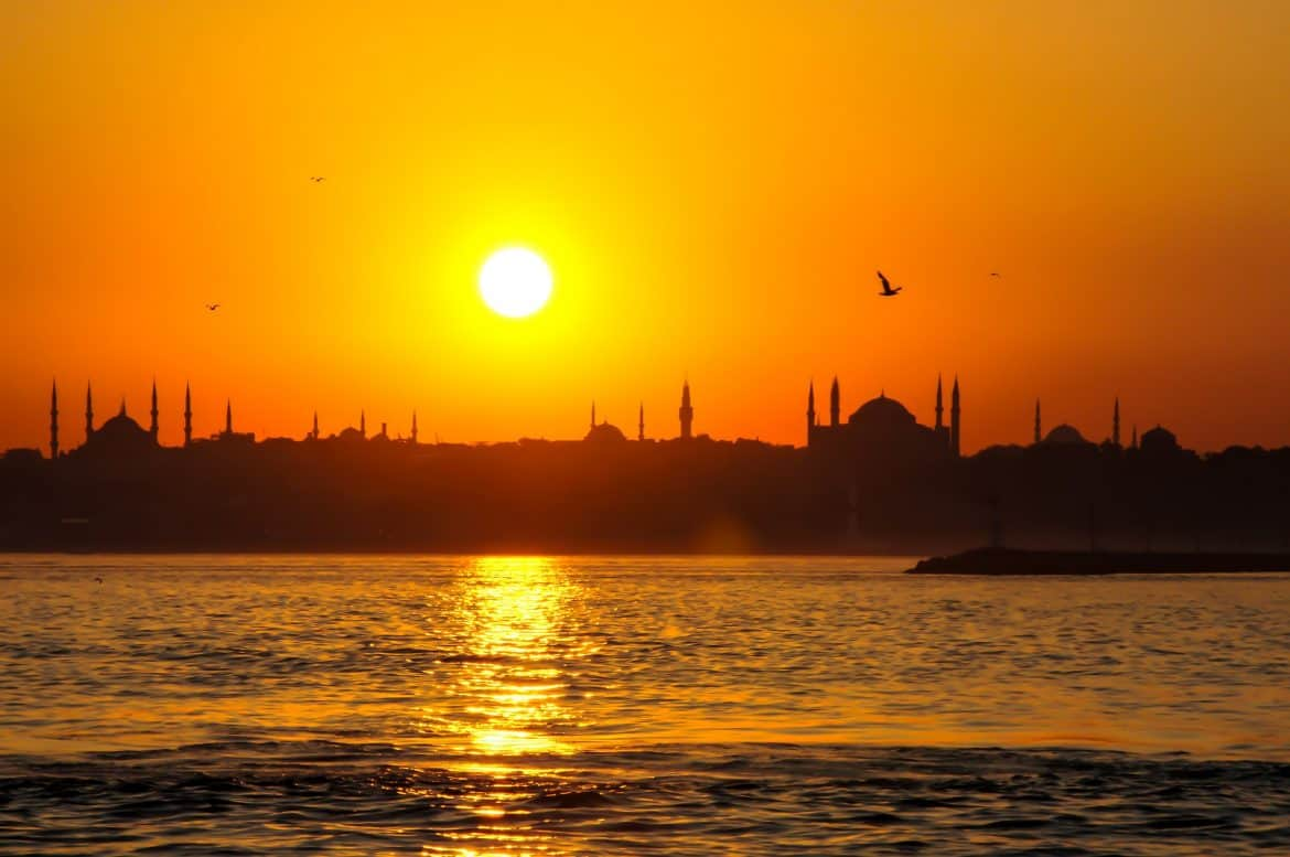 romantic things to do in istanbul - istanbul at sunset