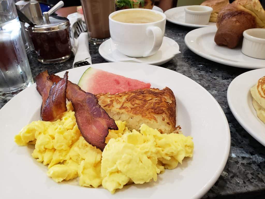 burlington vt breakfast spot - bacon, eggs, plate