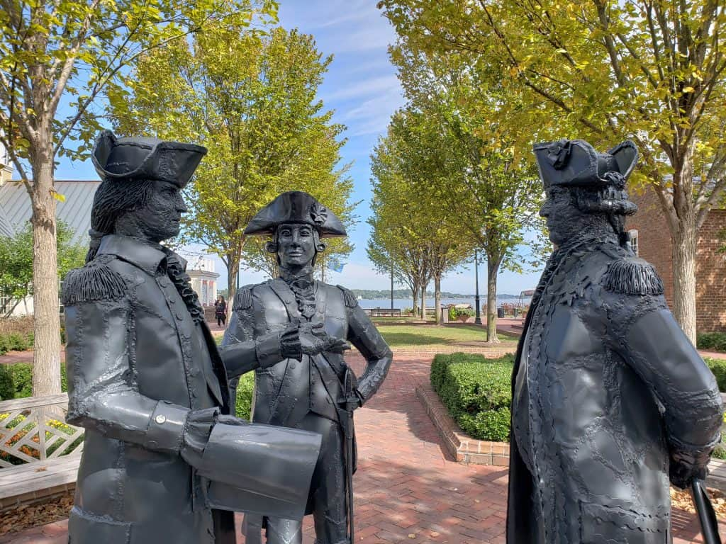 williamsburg va tourist attractions - yorktown statues