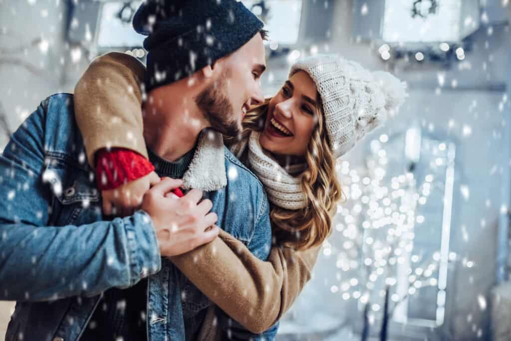 32 Christmas Date Ideas To Celebrate This Magical Season