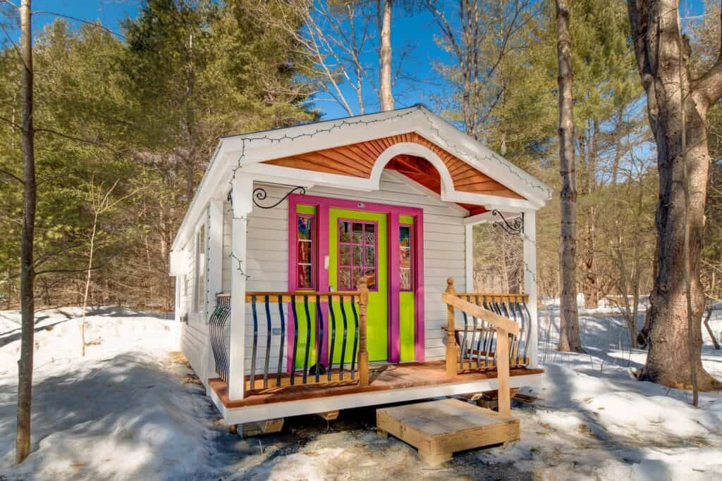 20+ Best AirBnbs in New England: Treehouses, Cabins, Castles