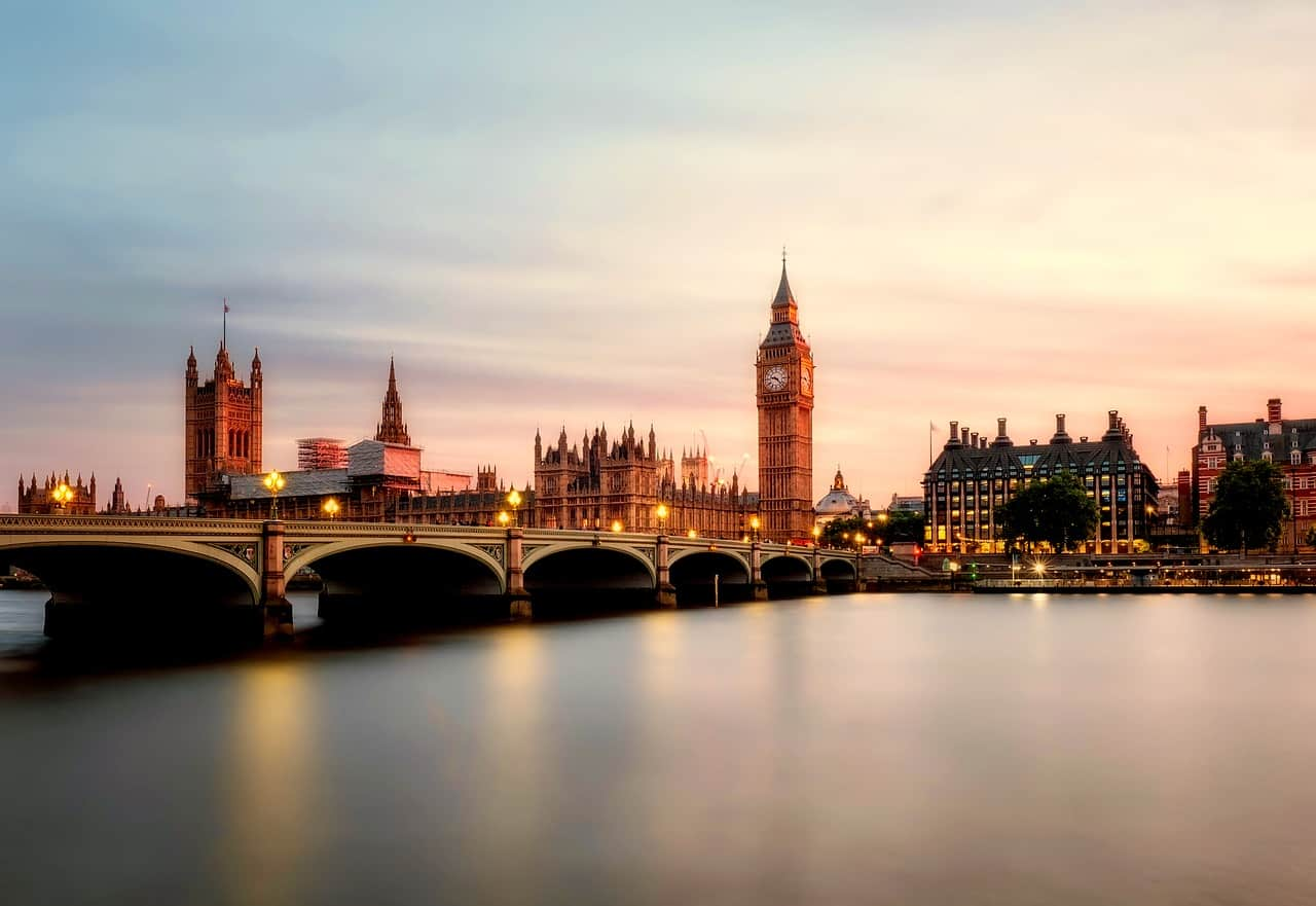 romantic things to do in London, UK - image of london skyline at sunset over the river thames, big ben and parliament