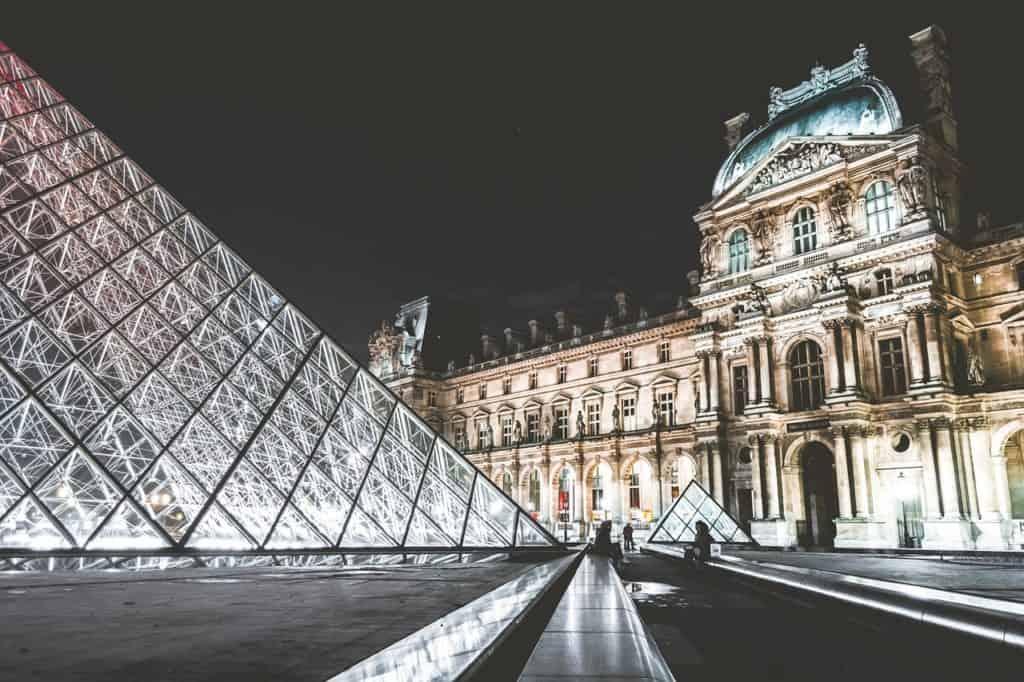 honeymoon europe tour - photo of the louvre paris at night