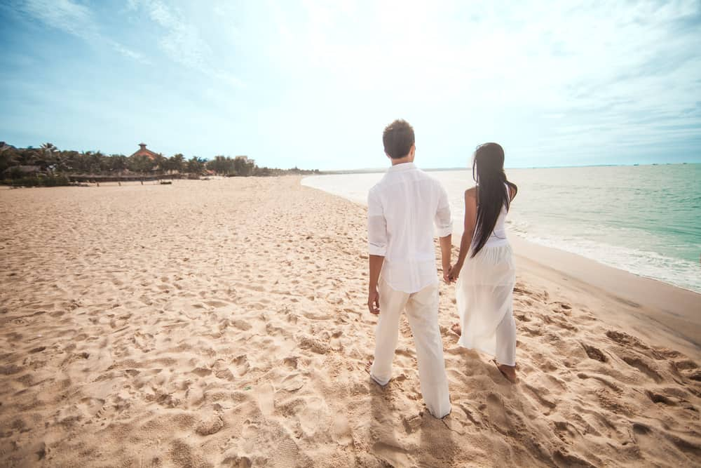 romantic things to do in bermuda - Couple walking on the beach holding hands