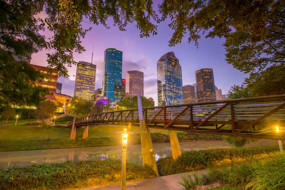 romantic things to do in houston - sunset image of houston skyline as seen from park